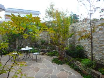 横須賀・葉山・逗子・鎌倉・湘南・川崎・横浜の庭づくりをしている彩葉苑がつくった横浜H様邸の植栽工事と造園外構工事の写真です。