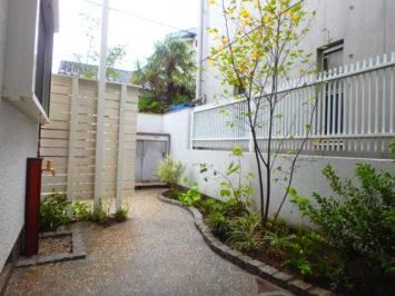 いろは苑が作ったプライベート感のある小さなお庭