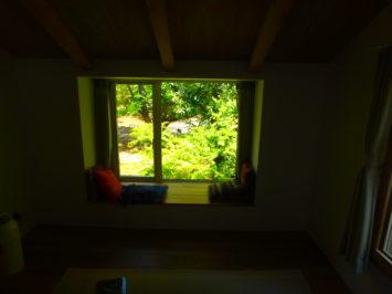 いろは苑が練馬区で造園したワイルド感のある植栽の映えるモダンガーデン。