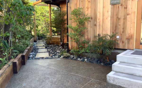 横須賀のいろは苑が鎌倉で作ったカフェのお庭