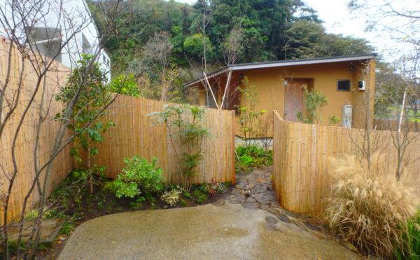 横須賀にあるいろは苑が三浦市の海辺に作ったモダンな茶庭